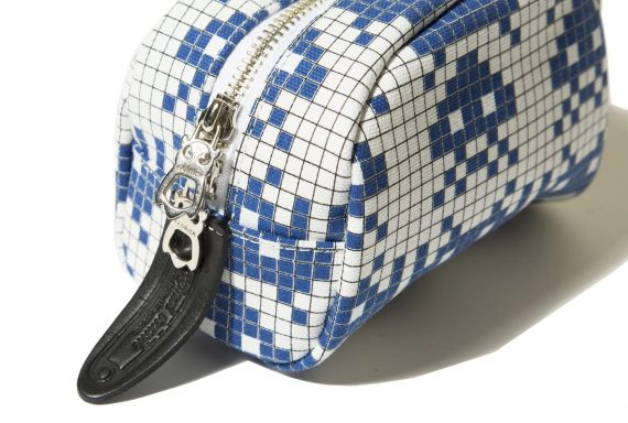 fabrick-x-space-invaders-travel-pouch-s_p1