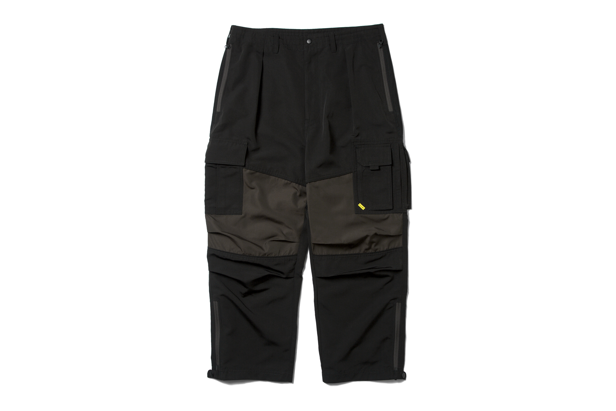 multi-fabric-cargo-pants-black_p2