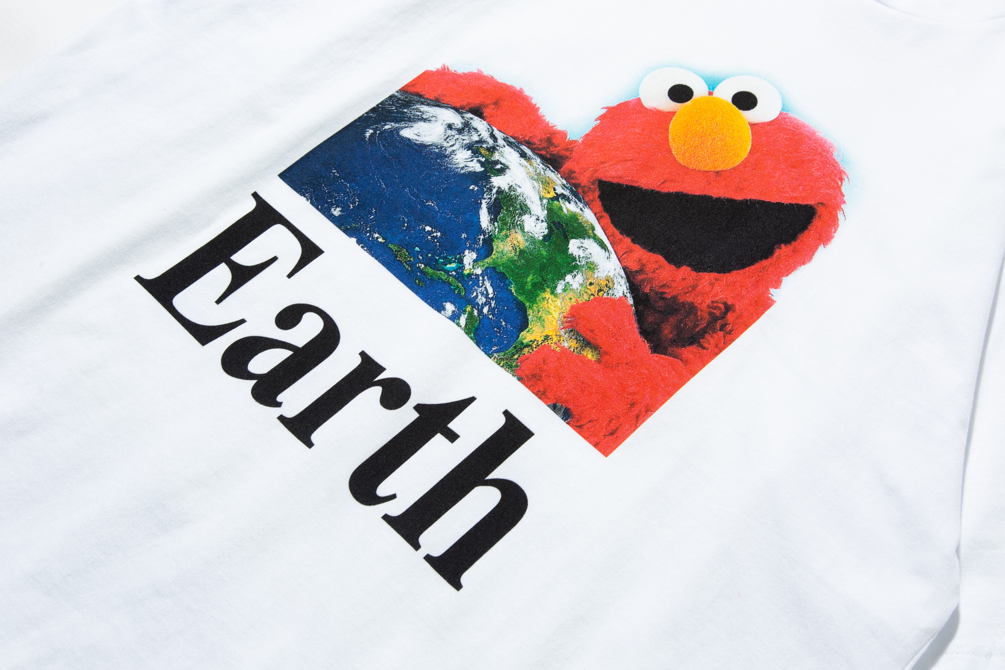 i-hug-earth-tee_p1