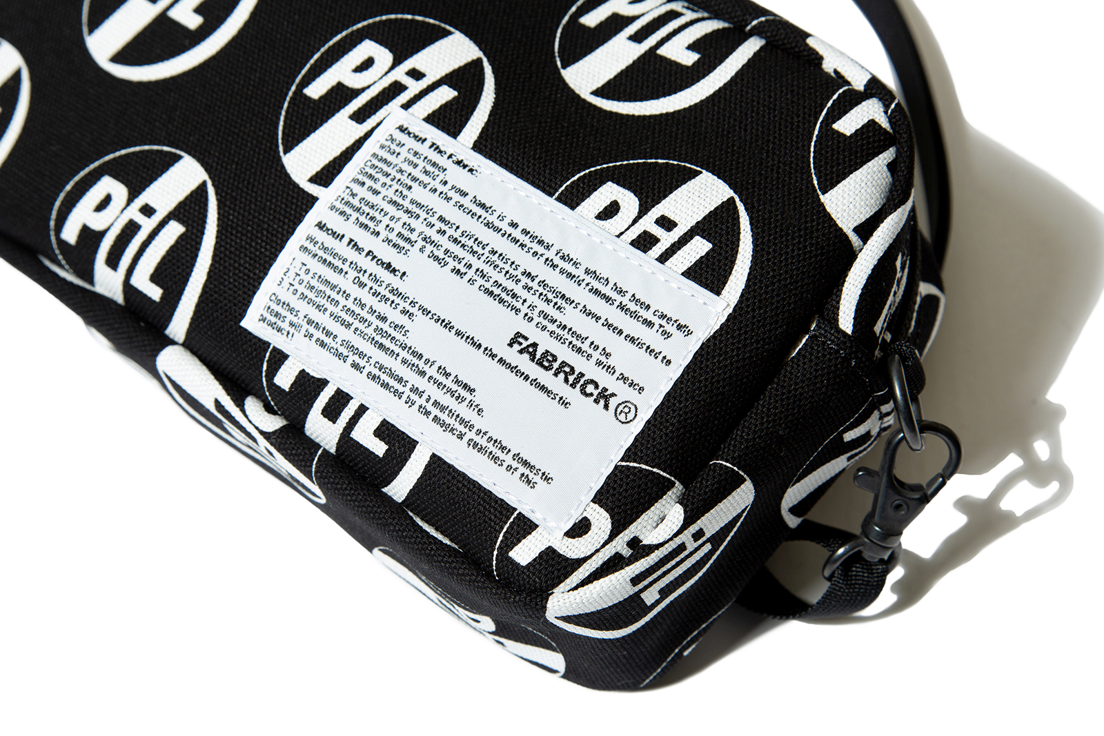 pil-x-fabrick-shoulder-bag_p1